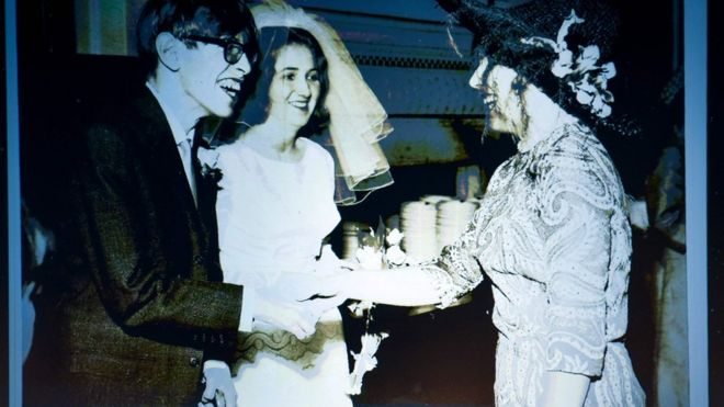 Stephen Hawking en su matrimonio con Jane Wilde in 1965