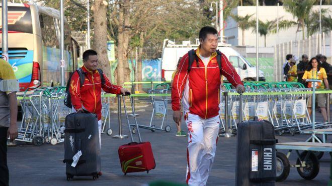 Atletas chineses desembarcam no Rio de Janeiro
