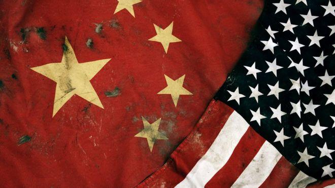 Banderas de EE.UU. y China