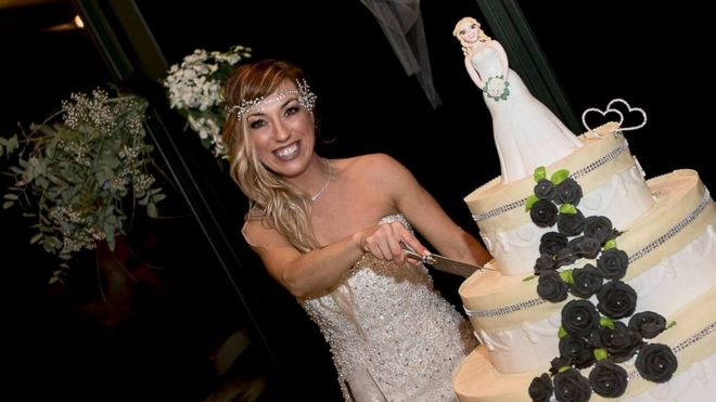 Laura Mesi, who married herself, cuts her wedding cake