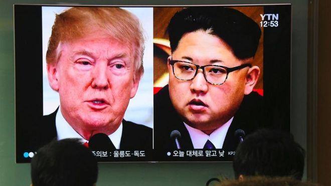 Una imagen en televisión en Seúl, del presidente de EE.UU. Donald Trump y el líder de Corea del Norte Kim Jong Un, en marzo 9 de 2018