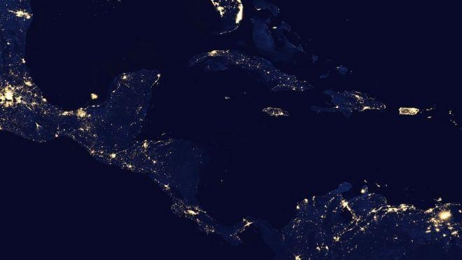 Vista espacial de América Central y el Caribe de noche.