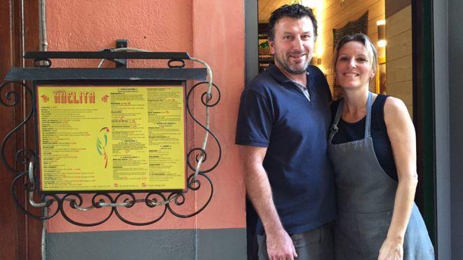 Los dueños del restaurante Adelita en Barcelonnette
