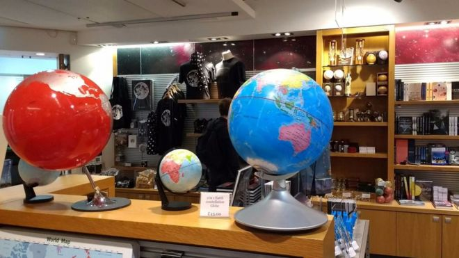 Bảo tàng Anh thôi bán địa cầu 'lưỡi bò'