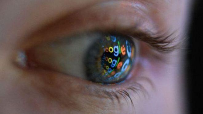 Olho reflete logomarca do Google