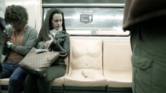 Видно пенис в метро фото 459-840