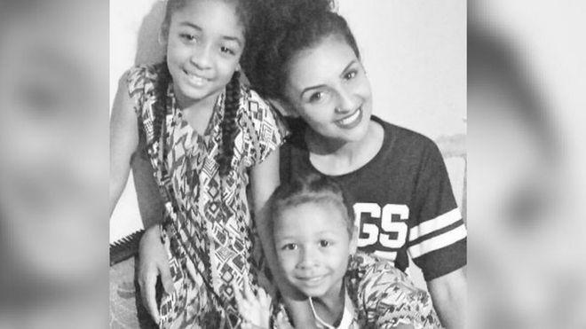 A maquiadora Thaa Rodrigues com os dois filhos