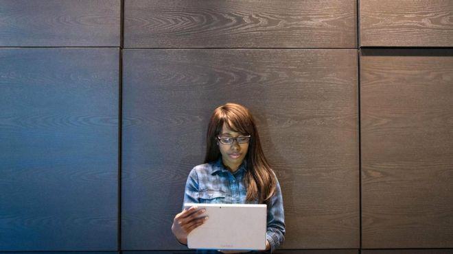 """Женщинам и представителям этнических меньшинств приходится нелегко в """"Твиттере"""""""
