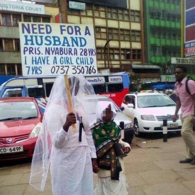 Kenya: habillée en Robe de mariée, une femme est à la recherche d'un mari