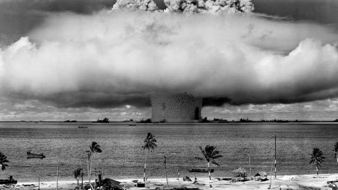 """Если система """"Мертвая рука"""" перестанет слышать сигналы от своего командования, она автоматически нанесет ответный ядерный удар"""