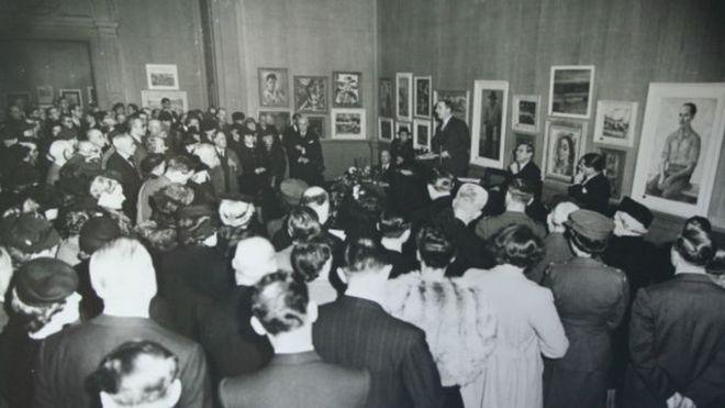 Abertura da exposição de arte brasileira em Londres, em 1944: cultura em plena Segunda Guerra Mundial