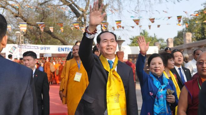 Chủ tịch Trần Đại Quang và phu nhân Nguyễn Thị Hiền thăm đền Mahabodhi ở Bodhgaya, bang Bihar, Ấn Độ hôm 2/3/2018.