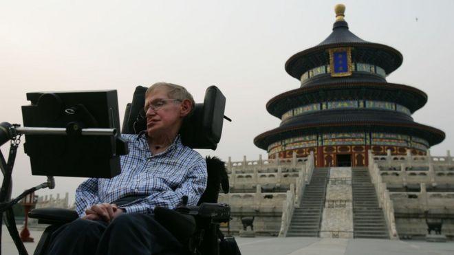 حب الصين للفيزيائي البريطاني الراحل ستيفن هوكينغ