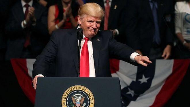 Tổng thống Trump nói chính sách mới của ông sẽ siết chặt qui địunh về đi lại và chuyển tiền sang Cuba.
