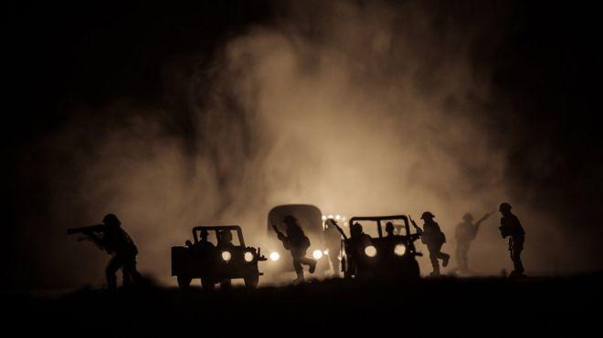 Soldados à noite