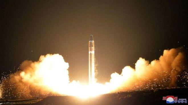 Tên lửa của Bắc Hàn phóng hôm 27/11 được cho là đã nổ tung khi quay trở lại trái đất