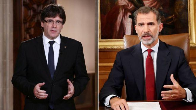 Hogaamiyaha Catalan Carles Puigdemont (bidix) iyo boqoka Spain Felipe (Midix)