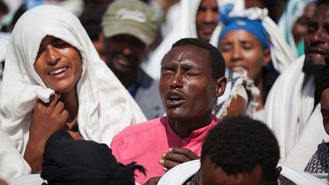People mourn the death of Dinka Chala who was shot dead by the Ethiopian forces the day earlier, in the Yubdo Village, about 100 km from Addis Ababa in the Oromia region, on 17 December 2015