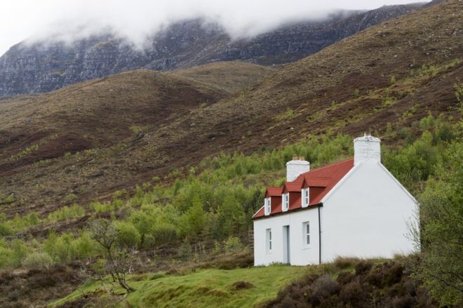 Cottage on Scottish mountainside