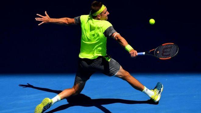 Теннис Сандгрен - американский спортсмен, который, как вы уже догадались, играет в теннис