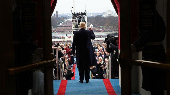 ABD Başkan Vekili Donald Trump, Washington DC'de 20 Ocak 2017'de ABD Capitol Batı Cephesinde bulunuyor.  Bugünkü açılış töreninde Donald J. Trump, Amerika Birleşik Devletleri'nin 45. başkanı oldu