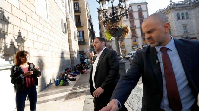پلیس اسپانیا با یورش به ساختمانهای دولتی در کاتالونیا چند مقام را بازداشت کرد