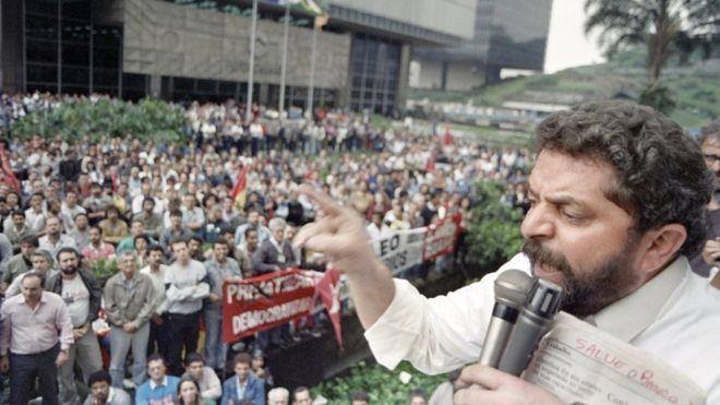 Lula faz discurso em São Paulo em 1989
