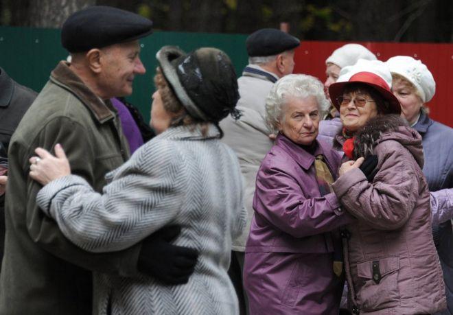 Yaşlılara hem kemiklerini hem psikolojilerini koruma tavsiyesi: Dans edin