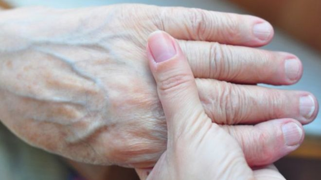 Cómo los científicos tratan de identificar a los pederastas estudiando sus manos