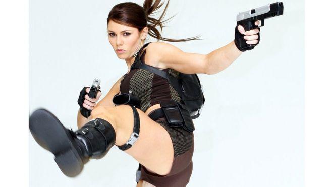 Лицом разных серий видеоигры Tomb Raider обычно становились физически развитые, спортивные красотки (на снимке бывшая гимнастка Элисон Кэррол, 2008 год)
