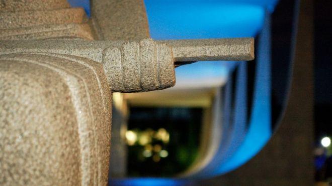 Detalhe da estátua da deusa Têmis em frente ao STF
