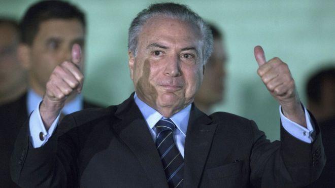 O presidente Michel Temer deixa hospital após passar por sondagem vesical de alívio por vídeo