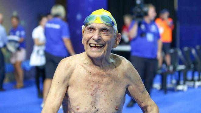 Джордж Коронес был едиснтвенным пловцом в этой возрастной категории