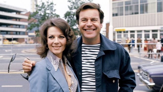 Police investigate Robert Wagner over his wifes death almost 4 decades ago.  _99850339_hi044472417