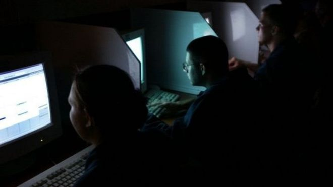 Từ đầu năm 2018, luật hình sự mới của Việt Nam có hiệu lực quy định về các biện pháp điều tra đặc biệt, trong đó có việc thu thập bí mật dữ liệu điện tử