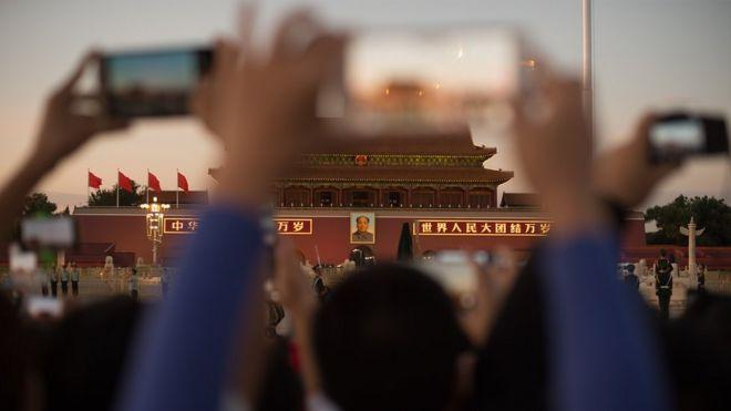 Smartphones in front of Beijing's Forbidden City