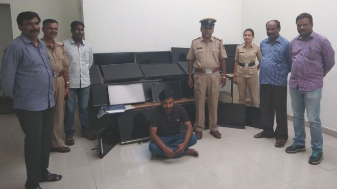 Bangalore police with Vasudev Nanaiah and some of the television sets he allegedly stole
