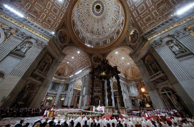 Giáo Hoàng Francis chủ trì lễ trong tòa thánh Vatican hôm thứ Bảy 31/3 bên trong Đại giáo đường Thánh Peter tráng lệ.