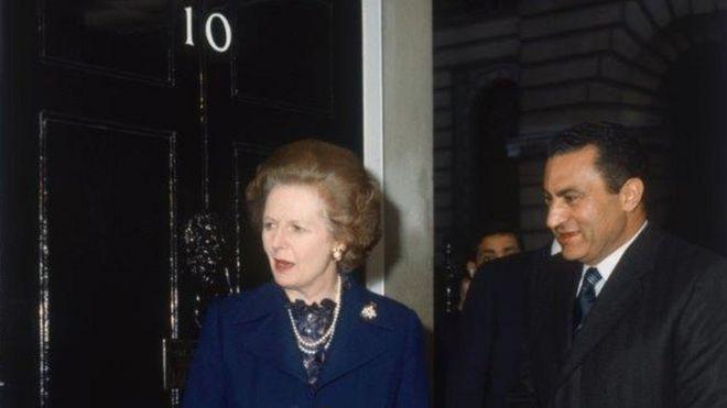 وثائق سرية بريطانية: مبارك قبل طلب أمريكا توطين فلسطينيين بمصر مقابل إطار لتسوية شاملة للصراع مع إسرائيل _98961879_mubarakandthatcher