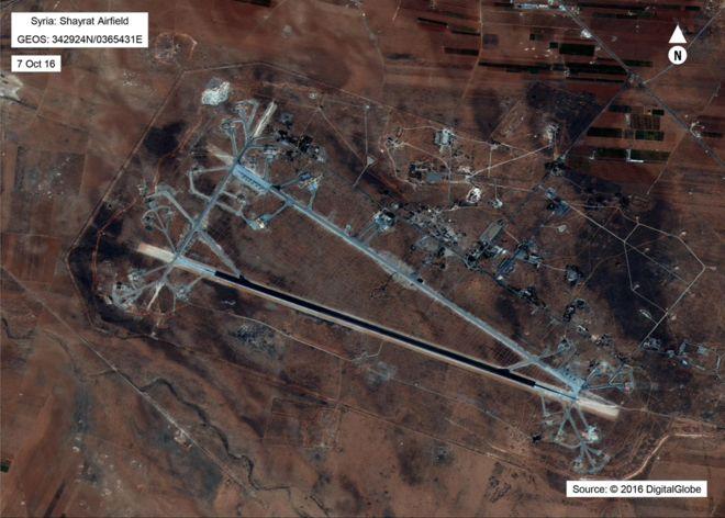 Imagen satelital de la base Shayrat.