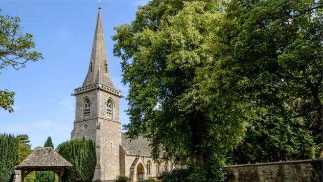 Английские церкви будут раздавать интернет в селах