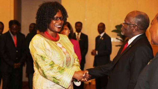 Awa Dabo shakes hands with President John Magufuli