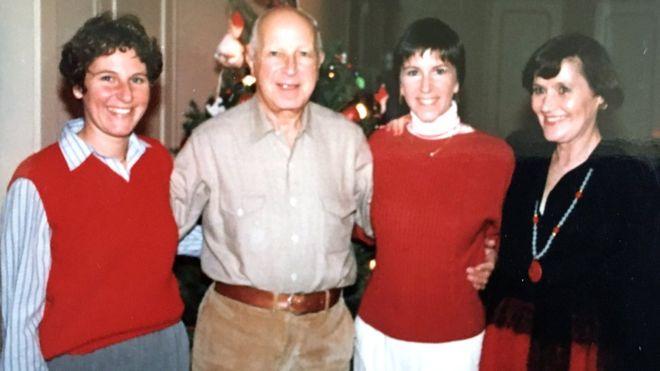 Maryann com a família no Natal, antes do acidente que matou Brian