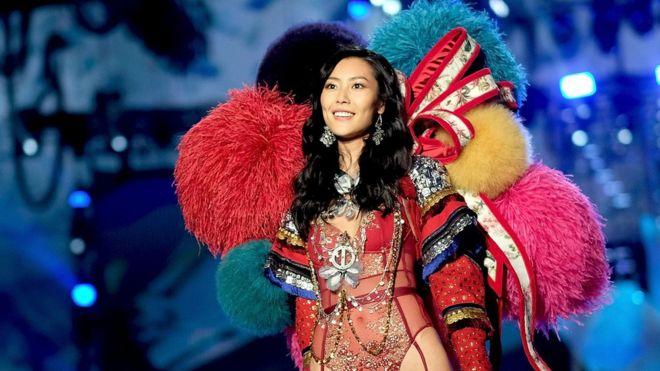 Lưu Văn là người mẫu Trung Quốc đầu tiên diễn ở chương trình Victoria's Secret