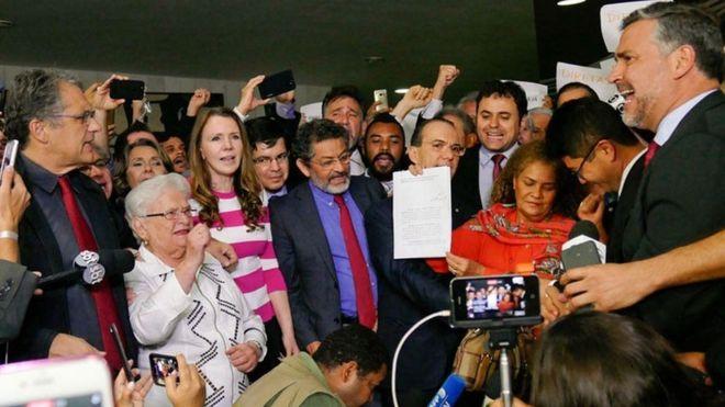 Bloco de oposição pede impeachment contra Temer