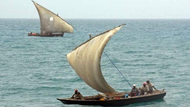 Maboti yanayojulikana kama dhow huonekana katika pwani ya bahari ya Tanzania