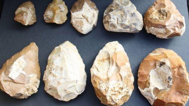 На месте раскопок обнаружены сотни кремниевых топоров