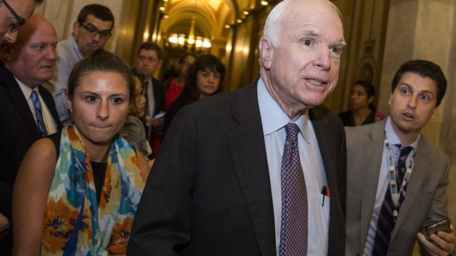 El senador por Arizona, el republicano John McCain.
