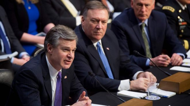 Christopher Wray, director del FBI (izq.), Mike Pompeo, director de la CIA (centro), y Dan Coats, director of Inteligencia Nacional.