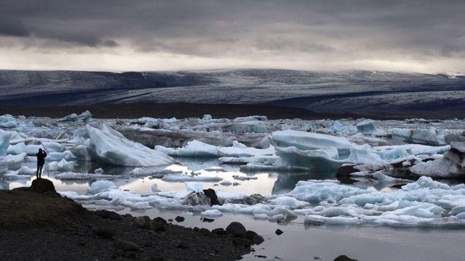 A view icebergs in the the Jokulsarlon glacial lagoon